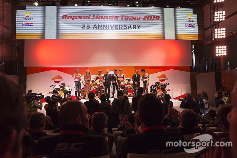 Vídeo: la presentación completa del Repsol Honda 2019 con Márquez y Lorenzo