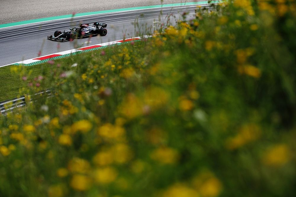 F1 Styrian GP: Hamilton leads Verstappen in final practice session