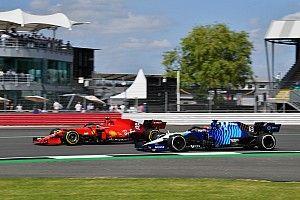 Russell, sancionado por sacar de la carrera a Sainz, que se libra