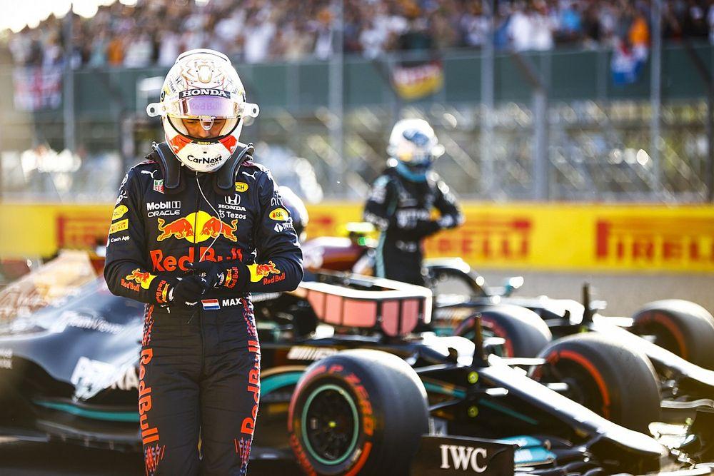 """Verstappen blikt terug op crash: """"Dit laat zien hoe Mercedes echt is"""""""