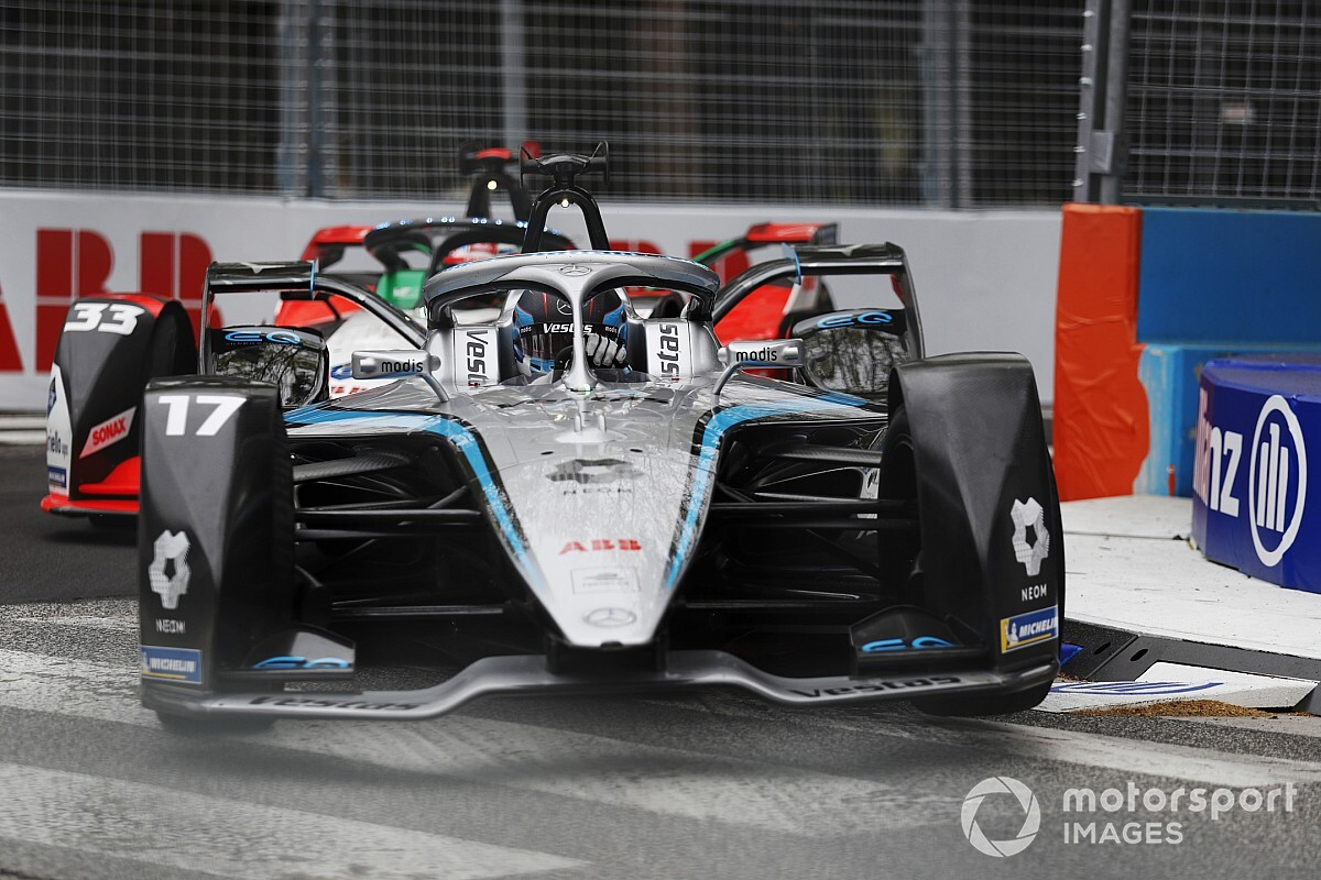 De Vries hit with grid penalty for last-lap Bird collision