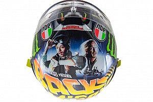 """GALERÍA: """"Back to the Future"""" en el casco de Rossi"""
