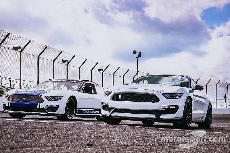 Joey Logano drifts new Cup Mustang at the Roval - video