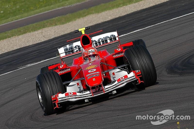 Amikor Valentino Rossi Schumacher sisakjában tesztelt az F1-es Ferrarival