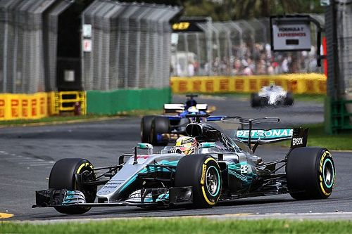 Hamilton supera recorde de Schumacher; Massa tem problemas