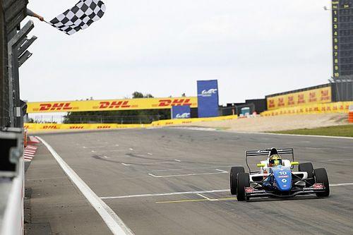 Robert Shwartzman s'impose au Nürburgring et prend la tête de la Formule Renault Eurocup