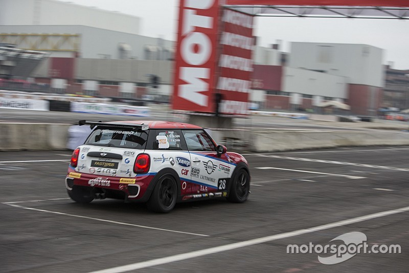 Motor Show, Mini Challenge: tutti 2-0 nei quarti di finale all'Area 48
