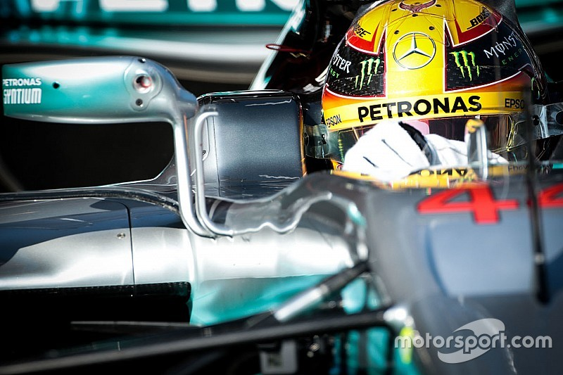 """Hamilton - La Mercedes """"est 1000 fois plus belle"""" que les autres F1"""