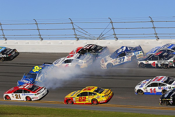 NASCAR Cup Breaking news Massive pileup strikes in third stage of Daytona 500 - video