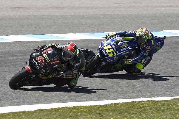 Rossi no se preocupa porque Tech3 le gana a las Yamaha oficiales
