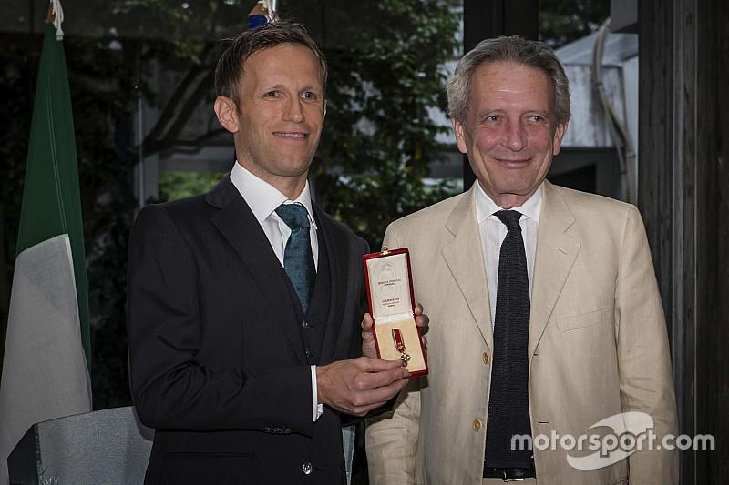 ロニー・クインタレッリ、イタリアの勲章を受章