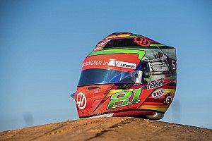Esteban Gutiérrez presenta un casco especial para el GP de México