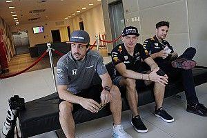 Verstappen, Hamilton e Vettel citam Alonso e proporcionam momento hilário em coletiva