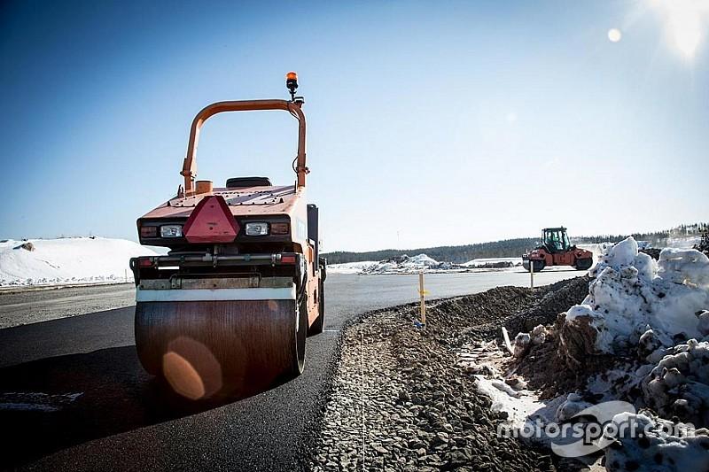 На финской трассе для этапа MotoGP начали укладывать асфальт