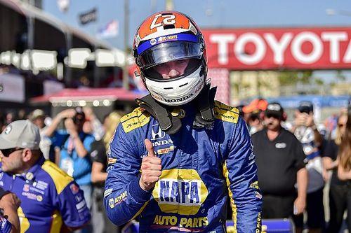 Rossi regola i piloti del team Penske e centra la pole a Long Beach