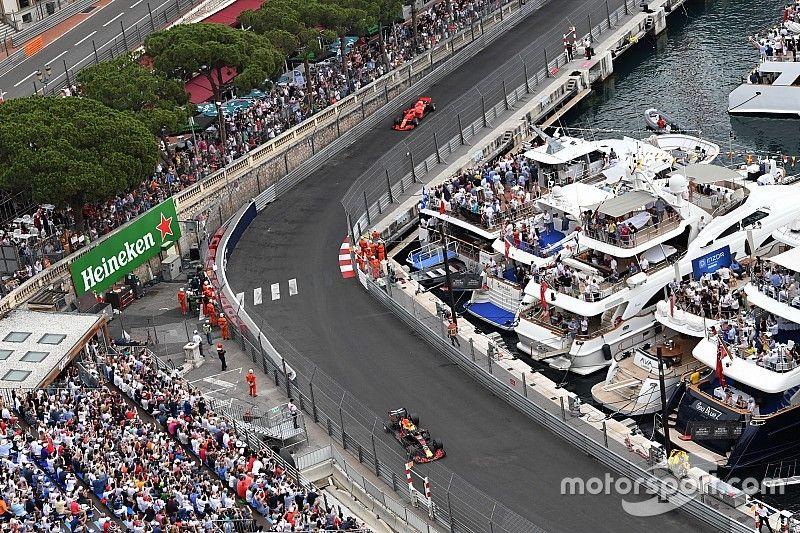 Ricciardo aguanta el acoso de Vettel para ganar en Mónaco por primera vez