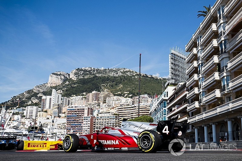 Monaco F2: De Vries dominates practice after Norris clash