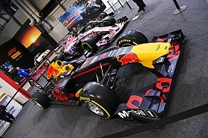 eSport Különleges esemény Belga YouTube-sztár lány próbálhatta ki a Red Bull szimulátorát