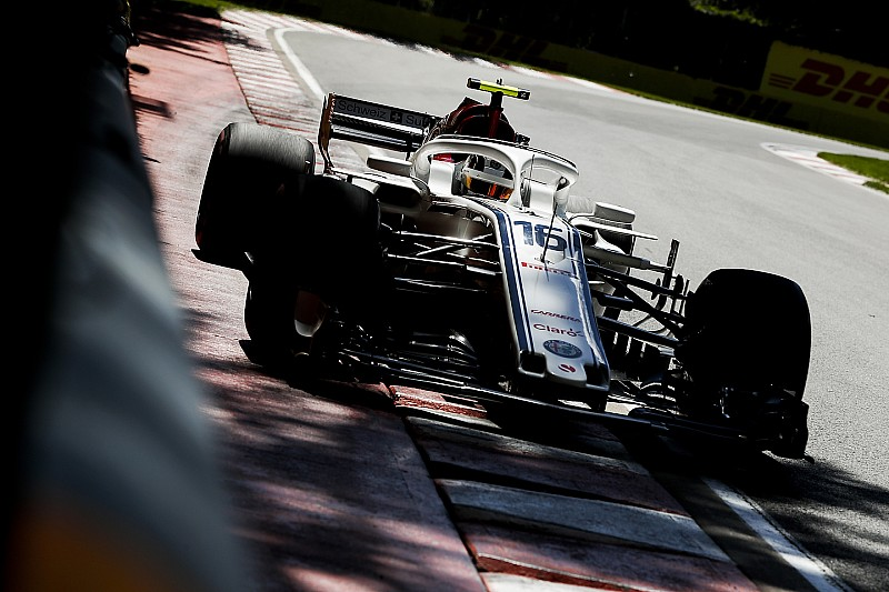 Leclerc mindkét McLarent lenyomta a Sauberrel
