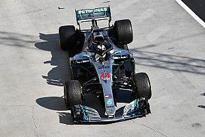 Hamilton egyik F1-es kocsiját sem szeretné megtartani