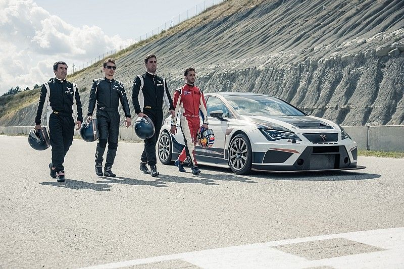 Vídeo: Lorenzo y Dovizioso al volante de un Cupra TCR en Castellolí