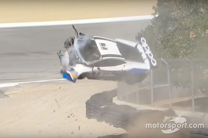 VÍDEO: Carro bate de frente no muro e voa em Laguna Seca