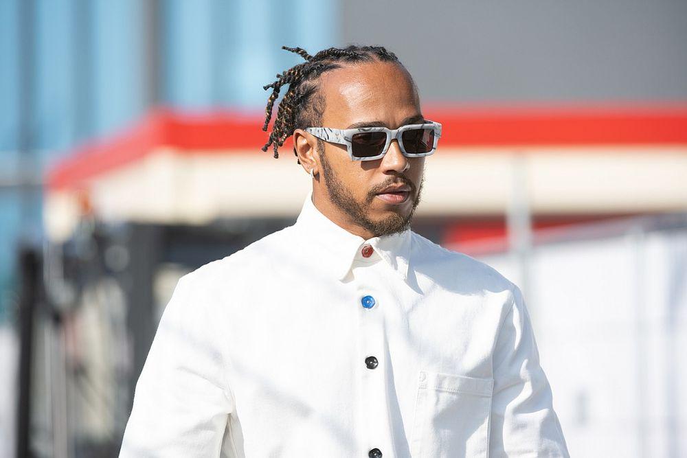 Mbappéval, Neymarral és egy modellel bulizott együtt Lewis Hamilton (képek)