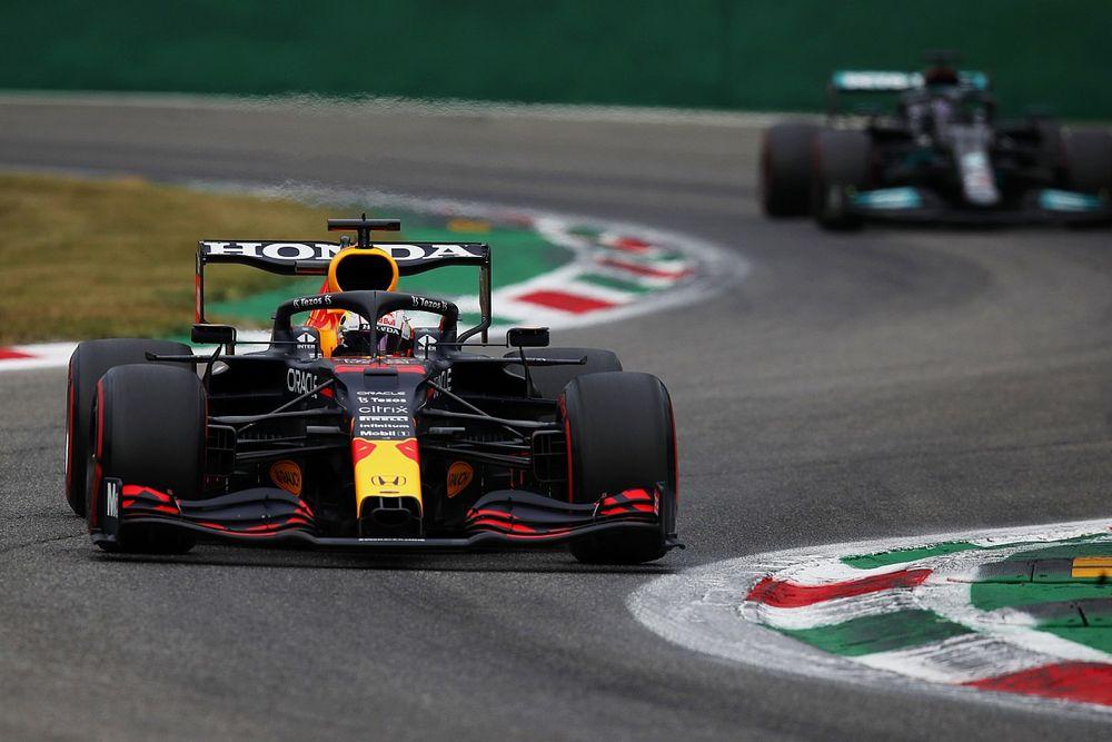 """Verstappen: """"In gara possiamo essere più vicini alle Mercedes"""""""