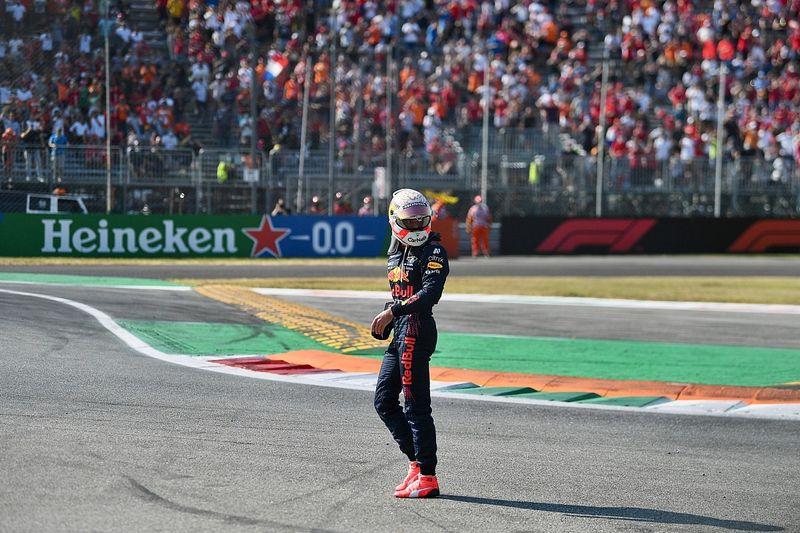 Verstappen: People 'hypocritical' over Monza F1 crash walkaway