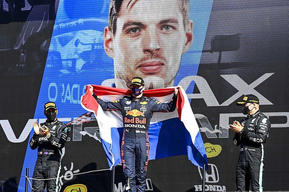 オランダ戦完勝のフェルスタッペンに、レッドブル代表称賛「驚異的な仕事。ペレスも力強いレースだった」