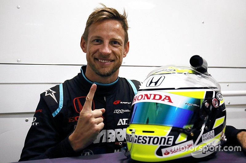 F1初タイトル獲得から10年……バトン 、懐かしのヘルメットカラーを復活
