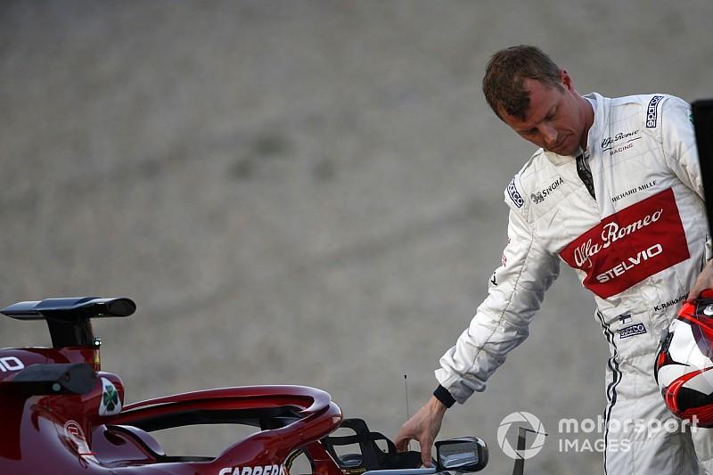 F1: Raikkonen conserta sozinho banco de seu Alfa Romeo