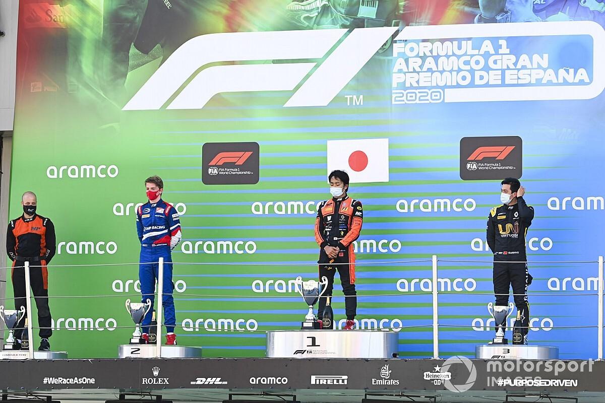 F2巴塞罗那首回合:松下信治乱战中奇迹获胜,周冠宇最后圈冲到第三