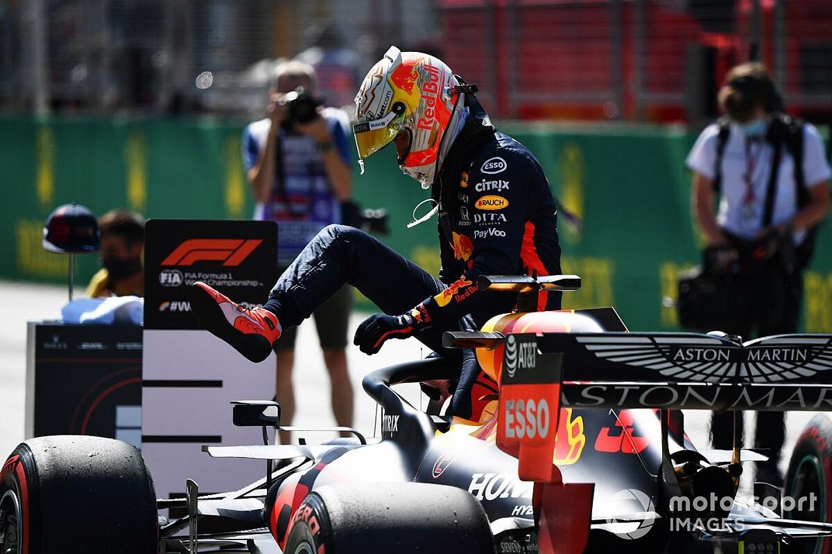 """Verstappen vê Mercedes """"em outro patamar"""", mas aposta em estratégia diferente de pneus"""