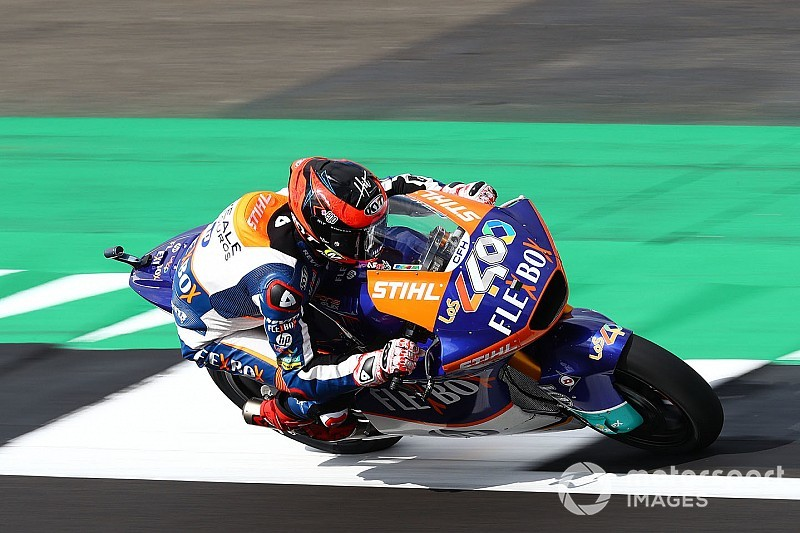 Silverstone Moto2: Fernandez sees off Navarro as Marquez shunts