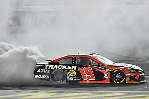 NASCAR: Martin Truex Jr. gewinnt wilden Playoff-Auftakt in Las Vegas