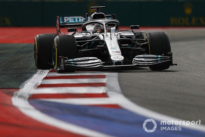 """Hamilton: """"Verlies bijna seconde op Ferrari op de rechte stukken"""""""