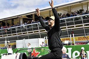 Ricciardo ütközött, büntették, hetedik lett!