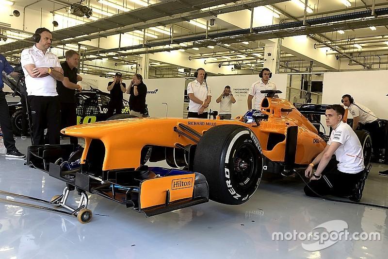 アロンソ、早すぎるF1復帰!? マクラーレンのV8マシンをドライブ