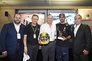 Vídeo: Hamilton conhece sobrinho de Fangio em Interlagos