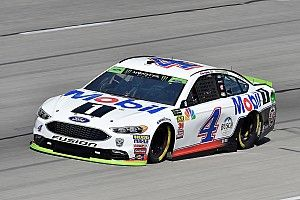 Kevin Harvick cruises to Stage 1 win at Texas