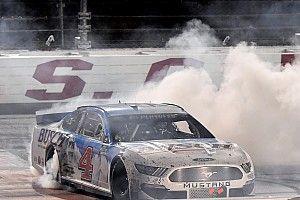 NASCAR Darlington: Harvick staubt Sieg beim Playoff-Auftakt ab