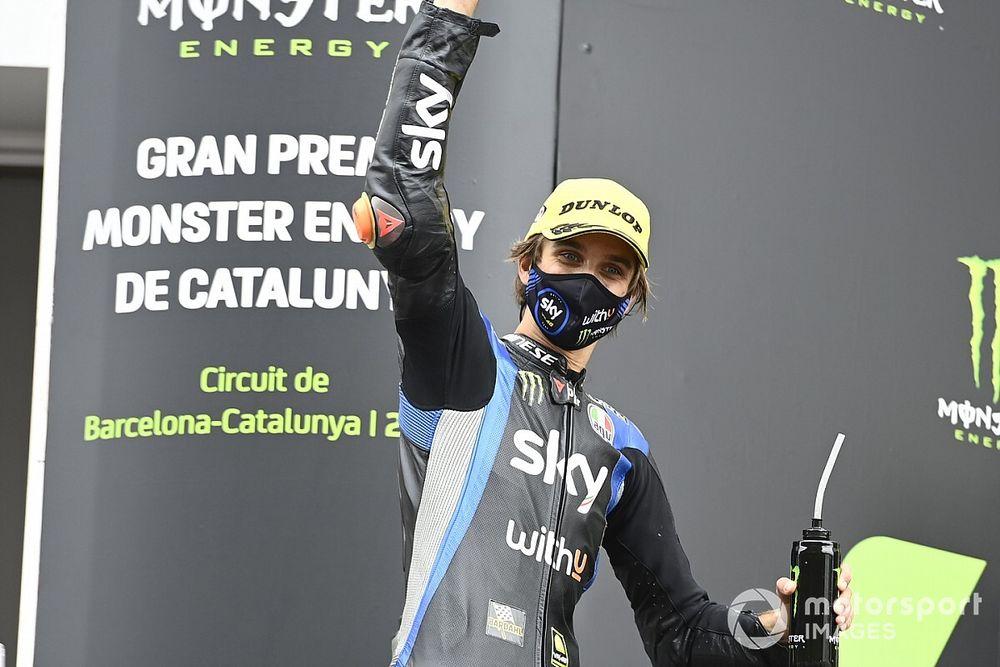 Terrible caída de Luca Marini, que esquiva la fractura