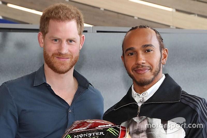 Принц Гарри победил Хэмилтона на пит-стопе