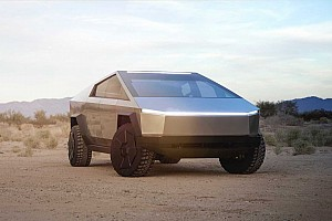 Mégis a hárommotoros Cybertruckkal áll elő először a Tesla