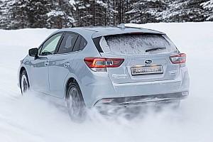 Alaposan meghajtották a hóban a Subaru Impreza hibrid változatát