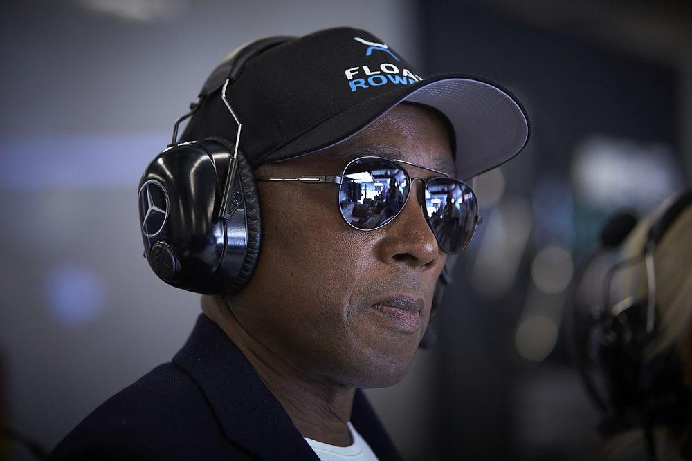 El padre de Hamilton defiende la maniobra sobre Verstappen