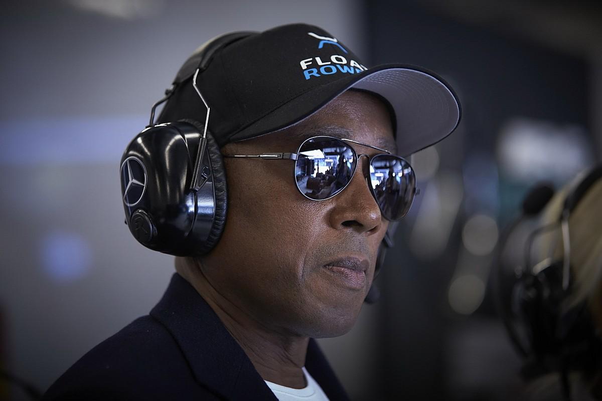 Hamilton apja arra kéri az F1-et, hogy térdeljenek együtt a fiával