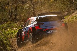 WRC: Hyundai prova una nuova ala posteriore in Portogallo