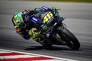 """MotoGPコラム:変わるロッシ、変わらない""""情熱""""。常夏のセパンで見える驚異の熱意"""